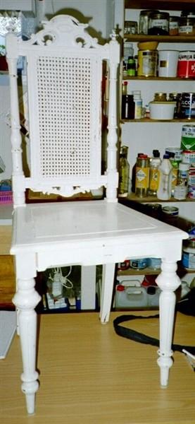 Stoppade möbler, som även vid behov reparerats i stommen och målats ...